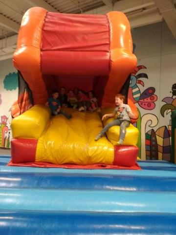 Výlet dětí do Tonga v Hradci Králové