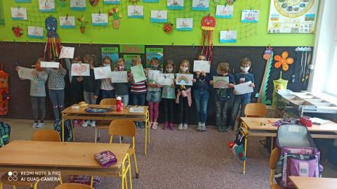 """Žáci z """"2.AB"""" výborně spolupracují a pozdravují spolužáky ze třídy"""