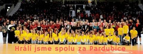 Zpěváčci hráli za Pardubice