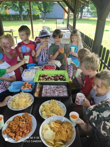 Piknik na školní zahradě - 1. C